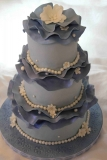 Fondant with ruffles and white flowers